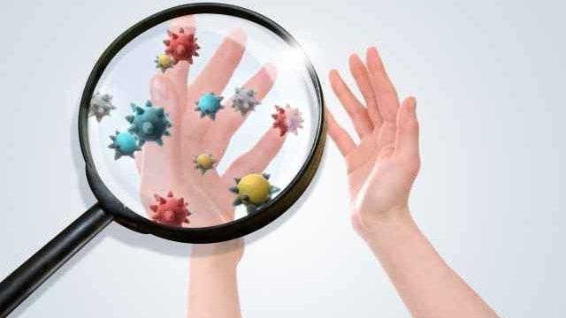 手を拡大するとウイルスが見える