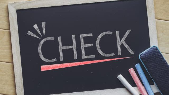 黒板にCHACKの文字